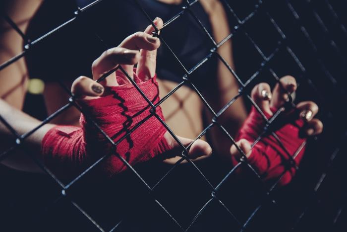 Zäune einreißen - Wirkt das Fitnessstudio gegen Einsamkeit?